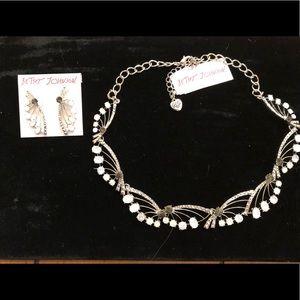 New Betsey Johnson necklace & earrings